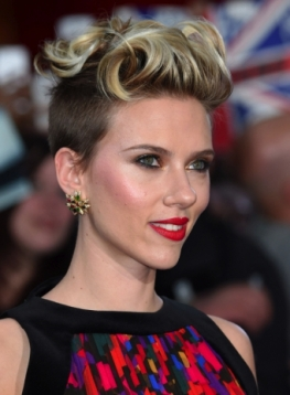 I-capelli-corti-e-rasati-di-Scarlett-Johansson_image_ini_620x465_downonly