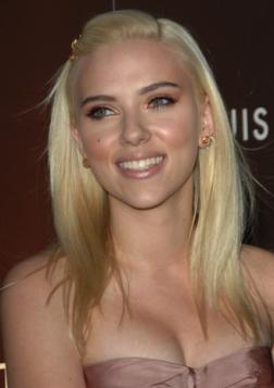 I-capelli-platino-di-Scarlett-Johansson_image_ini_620x465_downonly