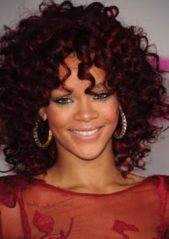 I-capelli-ricci-di-Rihanna_image_ini_620x465_downonly