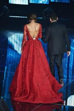 vestito-rosso-scollatura-posteriore